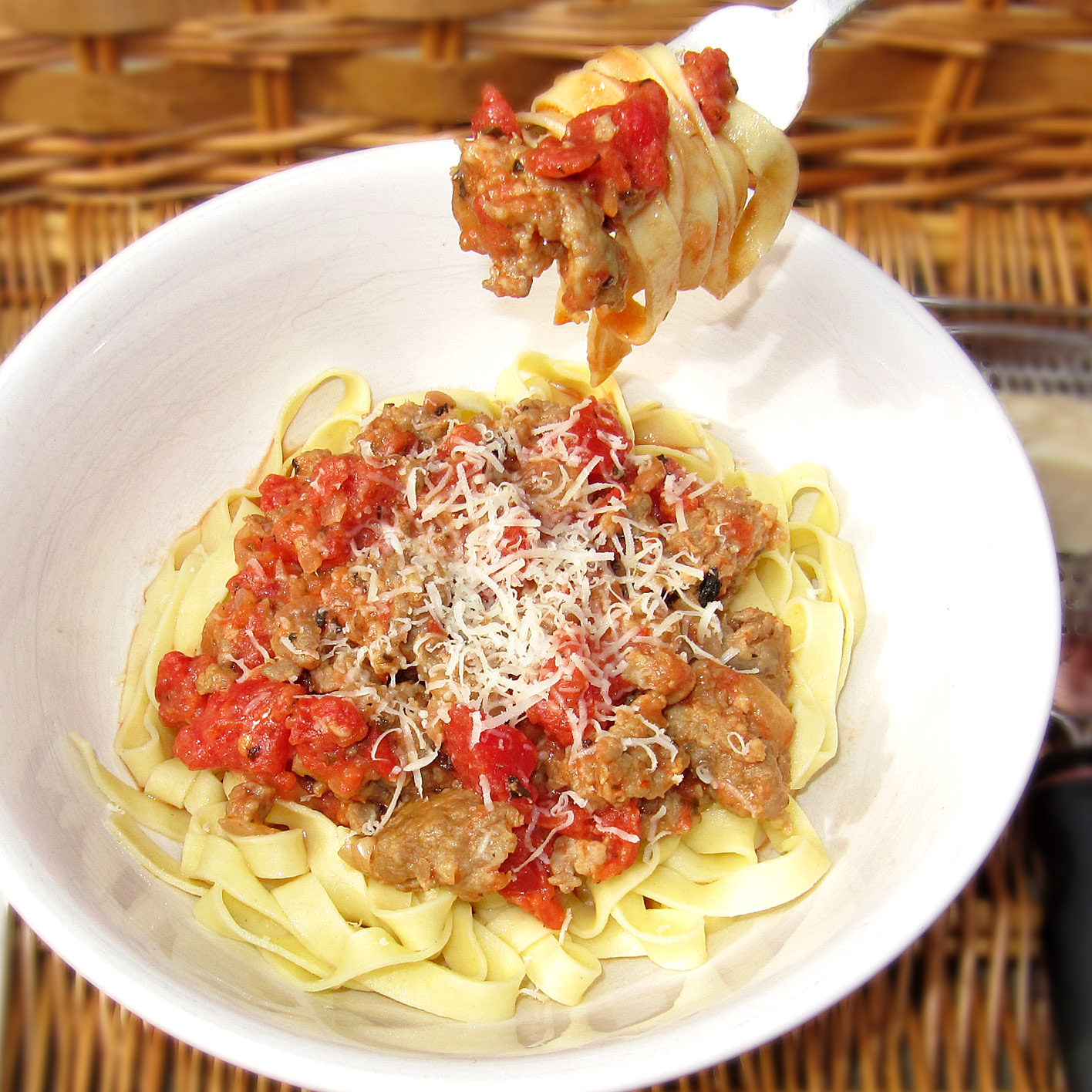 Fettuccine with Creamy Tomato and Sausage Sauce - Joy Love Food