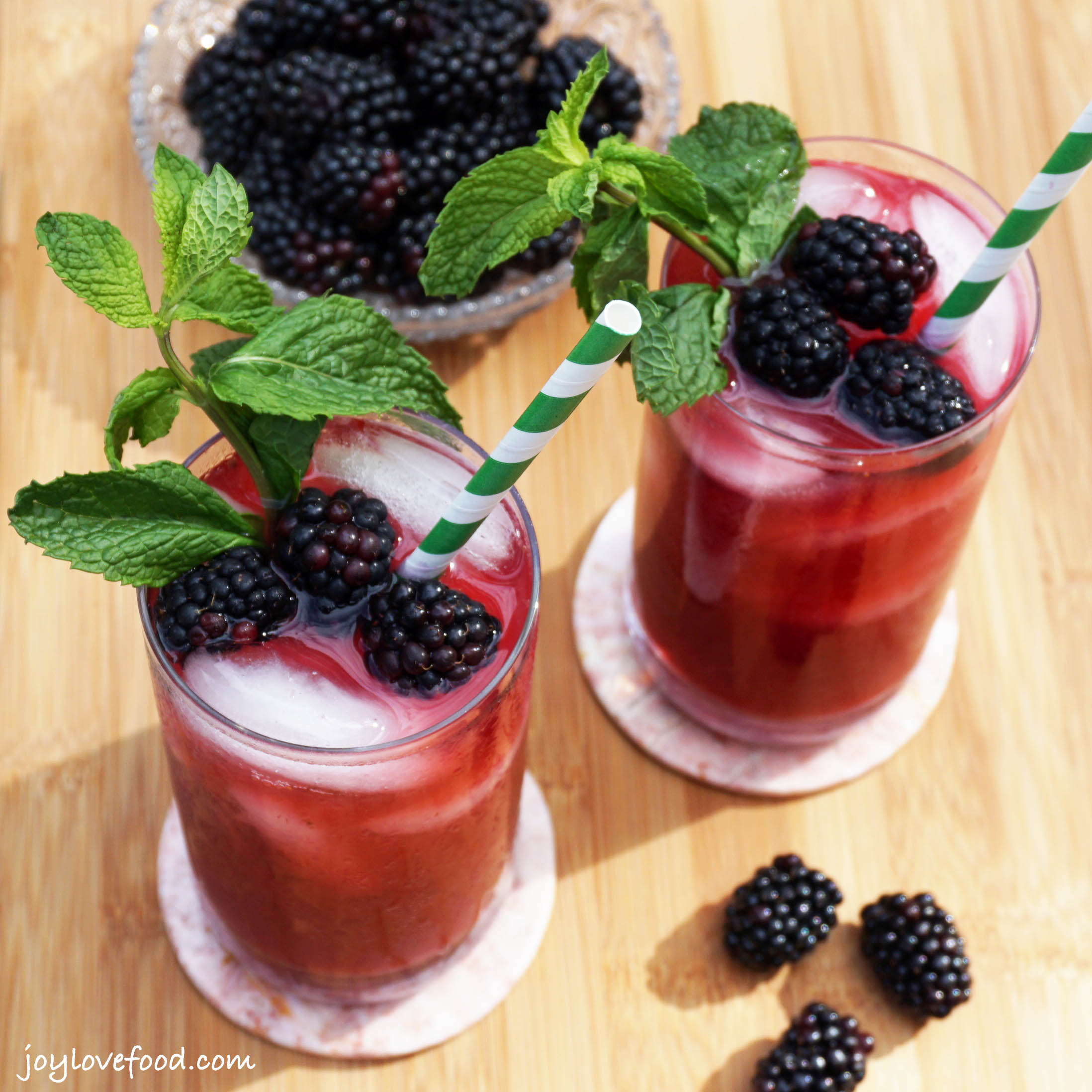 Blackberry Mint Iced Green Tea