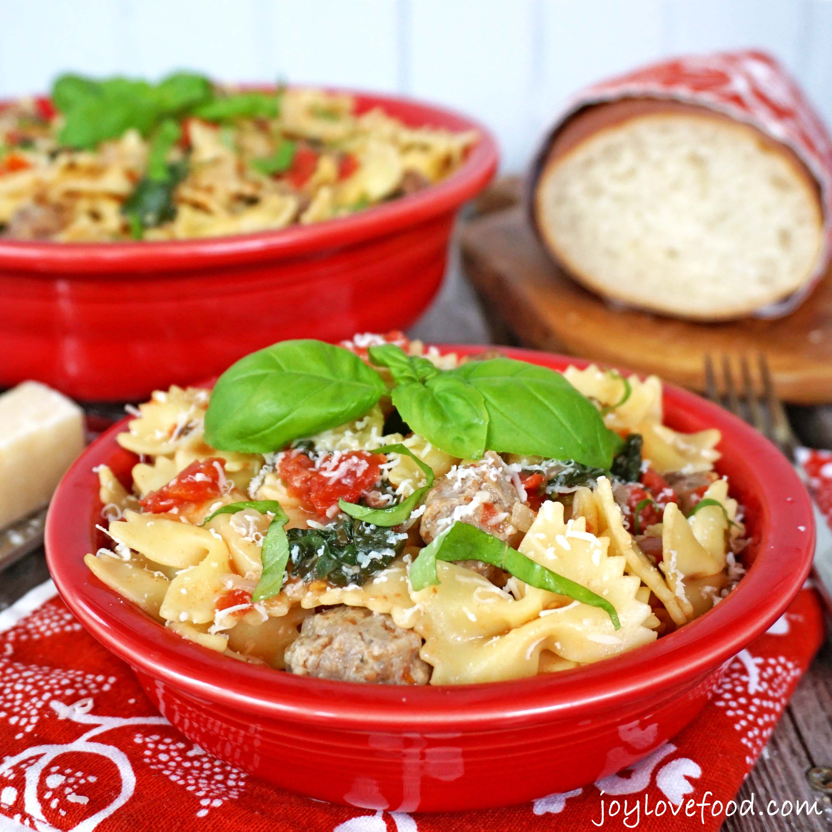 One Pot Pasta with Tomatoes, Sausage and Kale
